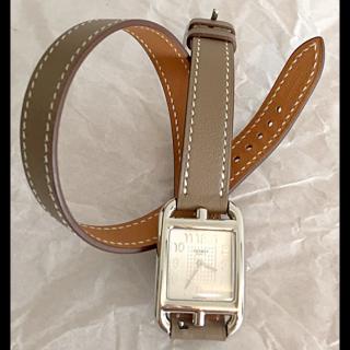 このコーデで使われているHERMESの腕時計[ホワイト/グレー/ベージュ/キャメル/シルバー]