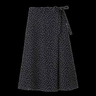 このコーデで使われているGUのミモレ丈スカート[ブラック]