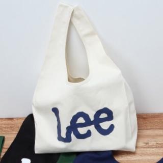 このコーデで使われているLeeのトートバッグ[ホワイト/ネイビー]