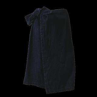 このコーデで使われているAvailのミモレ丈スカート[ネイビー]