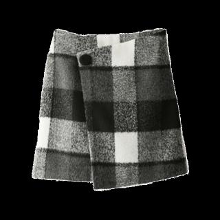 このコーデで使われているGRLのミニスカート[ブラック/ホワイト]