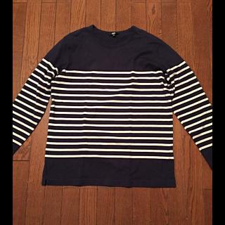 このコーデで使われているUNIQLOのTシャツ/カットソー[ネイビー/ホワイト]