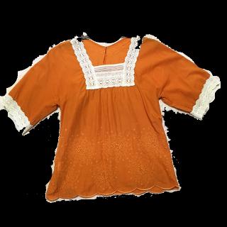このコーデで使われているkumikyoku(組曲)のTシャツ/カットソー[オレンジ/ホワイト]