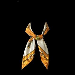 このコーデで使われているスカーフ[ホワイト/オレンジ]