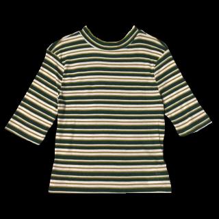 このコーデで使われているH&MのTシャツ/カットソー[グリーン/カーキ/ホワイト]