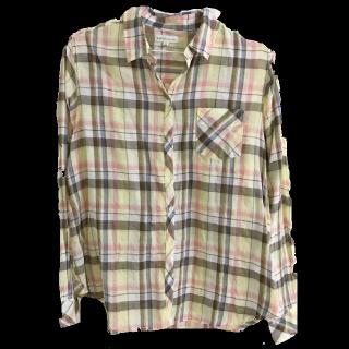 このコーデで使われているearth music&ecologyのシャツ/ブラウス[イエロー]