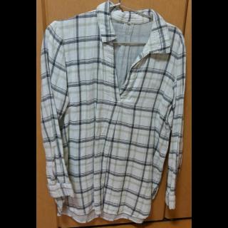 このコーデで使われているMUJIのシャツ/ブラウス[ホワイト/グレー]