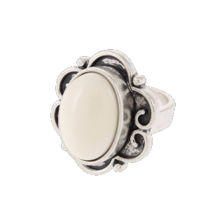 このコーデで使われているMURUAのリング[ホワイト/シルバー]