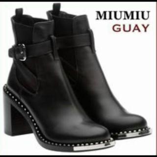 MIUMIUのブーツ