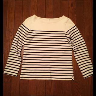 このコーデで使われているMUJI(無印良品)のTシャツ/カットソー[ホワイト/ネイビー]