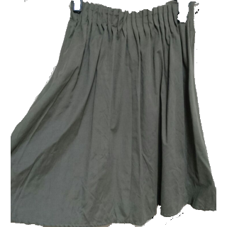 このコーデで使われているingのひざ丈スカート[カーキ]
