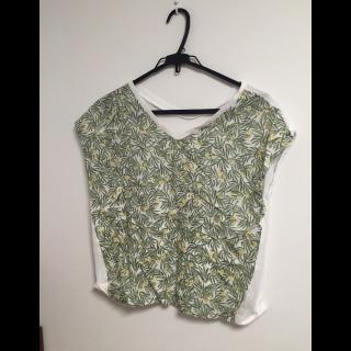 このコーデで使われているSamansa Mos2 BlueのTシャツ/カットソー[グリーン/ホワイト]