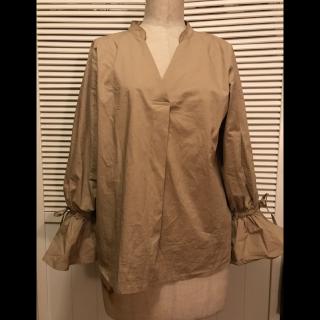 このコーデで使われているBEAMSのシャツ/ブラウス[ベージュ]