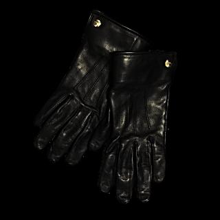 このコーデで使われているChloeの手袋[ブラック/ゴールド]