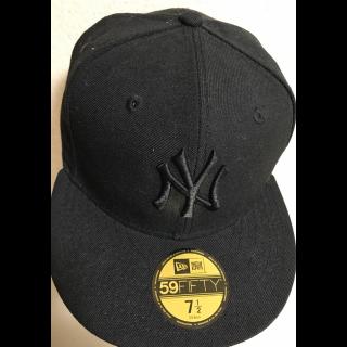 このコーデで使われているNEW ERAの帽子[ブラック]