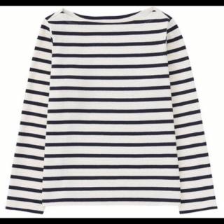 このコーデで使われているUNIQLOのTシャツ/カットソー[ホワイト/ネイビー]