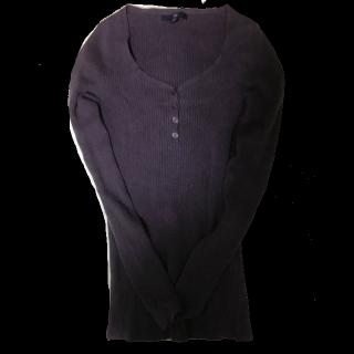 このコーデで使われているGAPのTシャツ/カットソー[パープル]