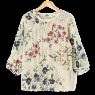 このコーデで使われているシャツ/ブラウス[ベージュ]