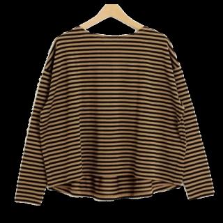 このコーデで使われているallurevilleのTシャツ/カットソー[キャメル/ブラック]