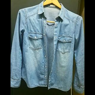このコーデで使われているGUのシャツ/ブラウス[ブルー]