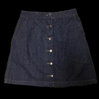 このコーデで使われているLOWRYS FARMのミニスカート[ブラック/ネイビー]
