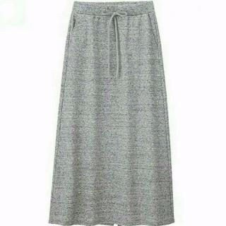 このコーデで使われているGUのマキシ丈スカート[グレー]
