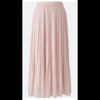 このコーデで使われているUNIQLOのプリーツスカート[ピンク]
