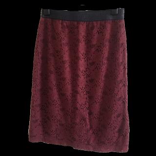 このコーデで使われているNATURAL BEAUTY BASICのタイトスカート[ボルドー]