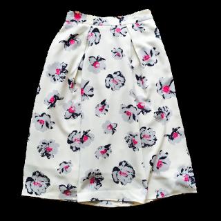 このコーデで使われているGUのマキシ丈スカート[ホワイト]