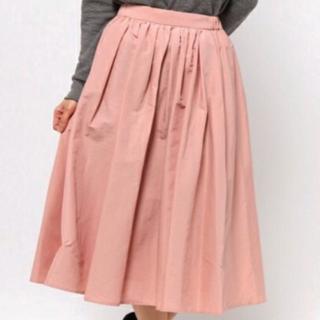 このコーデで使われているROPE' mademoiselleのミモレ丈スカート[ピンク]
