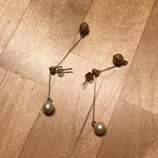 このコーデで使われている手作りのピアス/イヤリング[ベージュ]