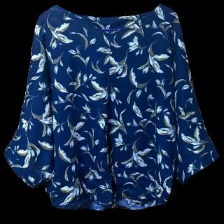 このコーデで使われているHeart Marketのシャツ/ブラウス[ホワイト/ネイビー/ブラウン/ベージュ/ブルー]