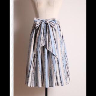 このコーデで使われているtocco closetのスカート[ブルー]
