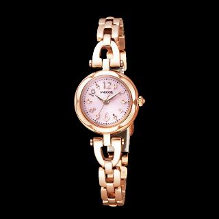 このコーデで使われているwiccaの腕時計[ゴールド]