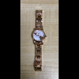 このコーデで使われているWIREDの腕時計[ゴールド]