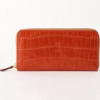 このコーデで使われているFelisiの財布[オレンジ]