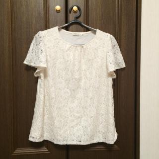 このコーデで使われているearth music&ecologyのTシャツ/カットソー[ホワイト/ベージュ]