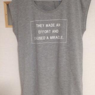 このコーデで使われているHONEYSのTシャツ/カットソー[グレー]