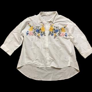 このコーデで使われているCocoPressのシャツ/ブラウス[ホワイト]