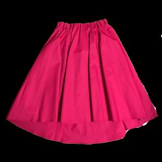 このコーデで使われているB.C.STOCKのひざ丈スカート[ピンク]