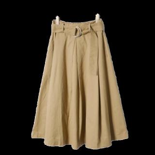 このコーデで使われているRETRO GIRLのひざ丈スカート[ベージュ/キャメル]
