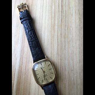 このコーデで使われているOMEGAの腕時計[ゴールド/ブラック]