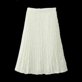 このコーデで使われているGUのプリーツスカート[ホワイト]