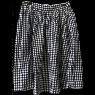 このコーデで使われているRay Cassinのミモレ丈スカート[ホワイト/ネイビー]