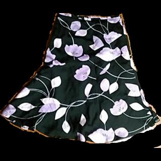 このコーデで使われているNEXTのひざ丈スカート[ホワイト/ブラック/パープル]