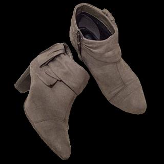 このコーデで使われているvelikokoのブーツ[ベージュ]