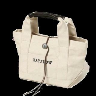 このコーデで使われているBAYFLOWのトートバッグ[ホワイト]