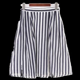 このコーデで使われているTe chichiのひざ丈スカート[ネイビー/ホワイト]