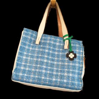 このコーデで使われているハンドバッグ[ブルー/ホワイト]