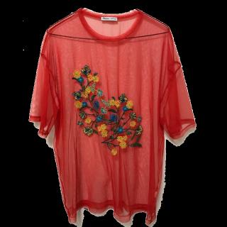 このコーデで使われているZARAのTシャツ/カットソー[レッド]